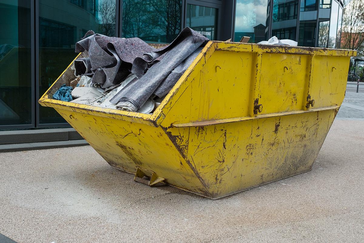 Colectarea , transportul și tratarea deșeurilor industriale, inclusiv a deșeurilor periculoase